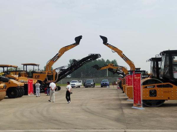 展示的最新筑养路机械