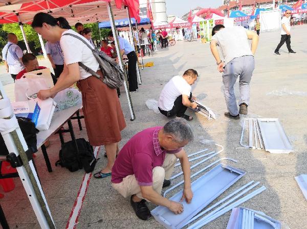 11省公路学会在活动现场搭建拼装展板
