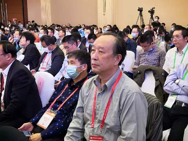 白山云常务理事参加中国公路学会八届六次理事会