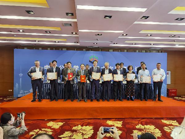 第四届中国公路学会优秀科技工作者颁奖
