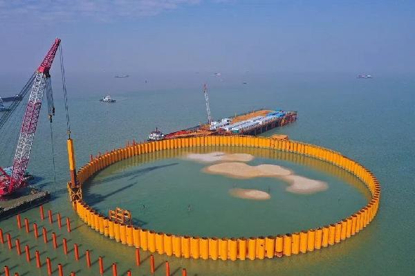 3海中大型锚碇筑岛施工现场