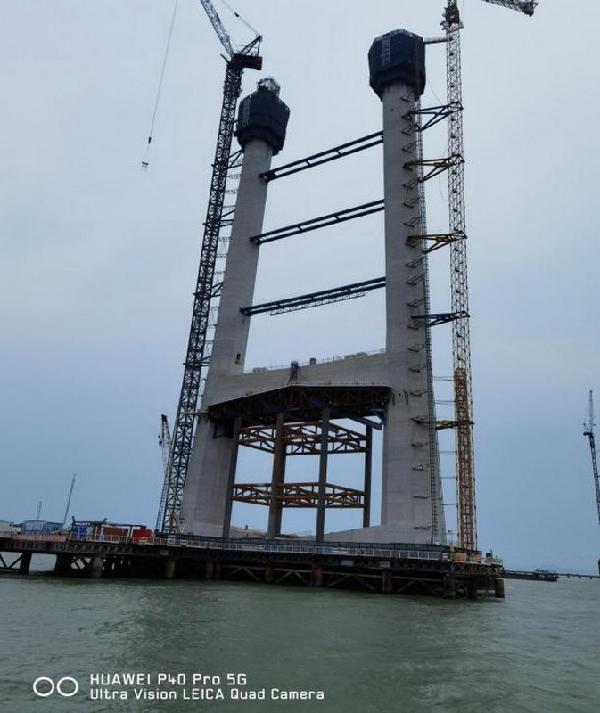 8中山大桥主桥及引桥施工现场